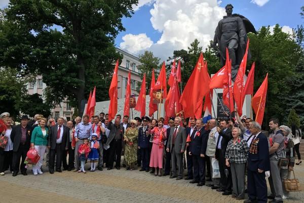 Коммунисты Краснодара в День Победы почтили память советских воинов-освободителей